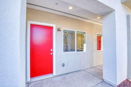 University-of-Arizona-Apartment-Building-625688.jpg