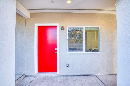 University-of-Arizona-Apartment-Building-625689.jpg