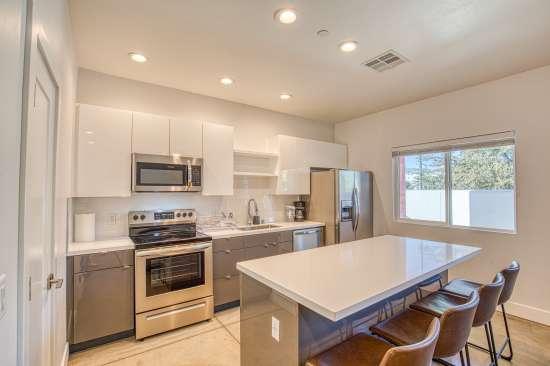 University-of-Arizona-Apartment-Building-625692.jpg