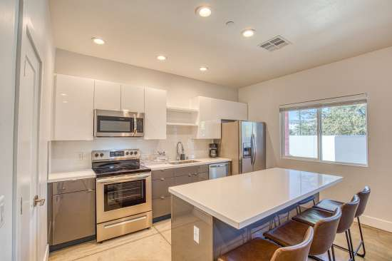 University-of-Arizona-Apartment-Building-625693.jpg