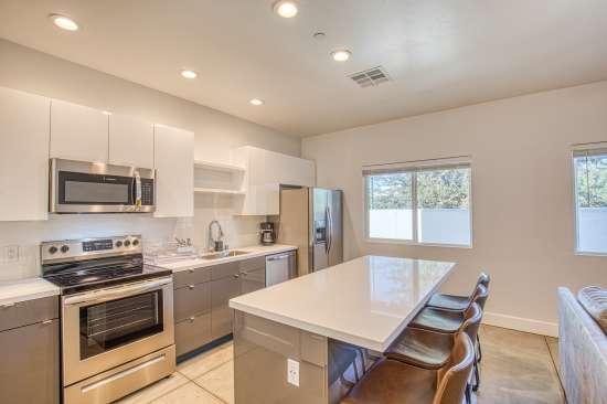 University-of-Arizona-Apartment-Building-625694.jpg