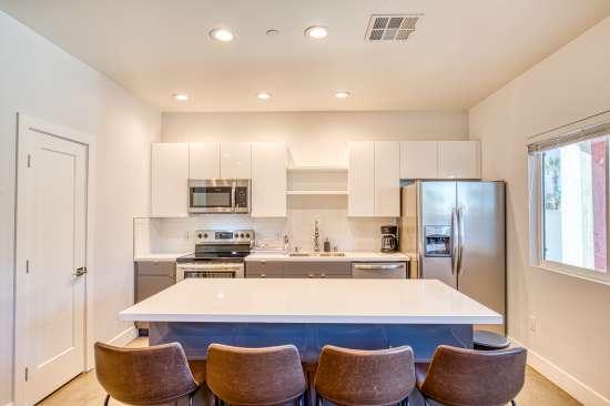 University-of-Arizona-Apartment-Building-625698.jpg
