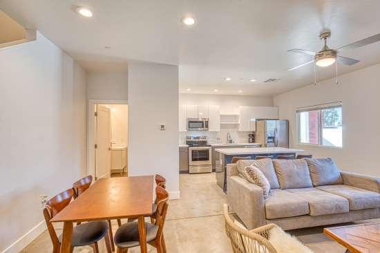 University-of-Arizona-Apartment-Building-625700.jpg