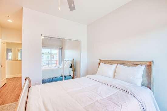 University-of-Arizona-Apartment-Building-625731.jpg