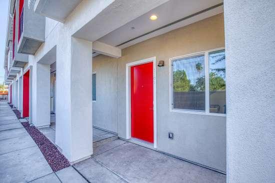 University-of-Arizona-Apartment-Building-625734.jpg