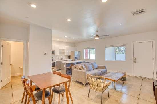 University-of-Arizona-Apartment-Building-625737.jpg