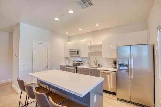 University-of-Arizona-Apartment-Building-625738.jpg