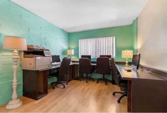 University-of-Arizona-Apartment-Building-647470.jpeg