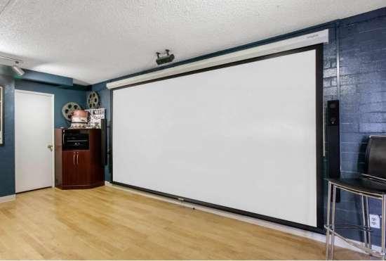 University-of-Arizona-Apartment-Building-647472.jpeg