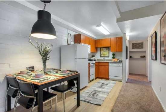 University-of-Arizona-Apartment-Building-647474.jpeg