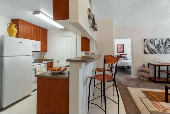 University-of-Arizona-Apartment-Building-647517.jpeg