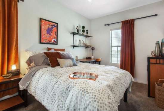 University-of-Arizona-Apartment-Building-647518.jpeg