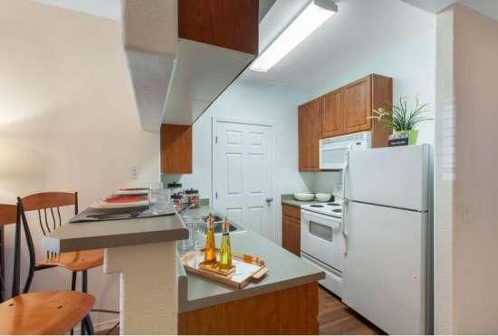 University-of-Arizona-Apartment-Building-647520.jpeg