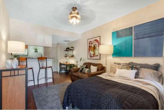 University-of-Arizona-Apartment-Building-647522.jpeg
