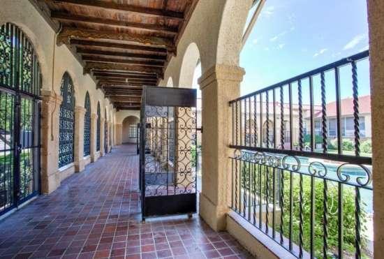 University-of-Arizona-Apartment-Building-647530.jpeg