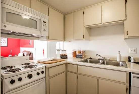 University-of-Arizona-Apartment-Building-647534.jpeg