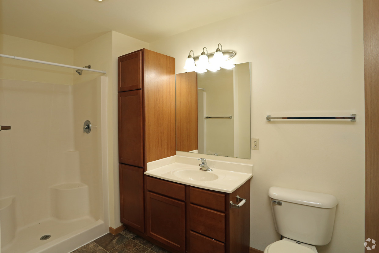 College sublease, college student housing near uw-whitewater , uw-whitewater off campus lofts