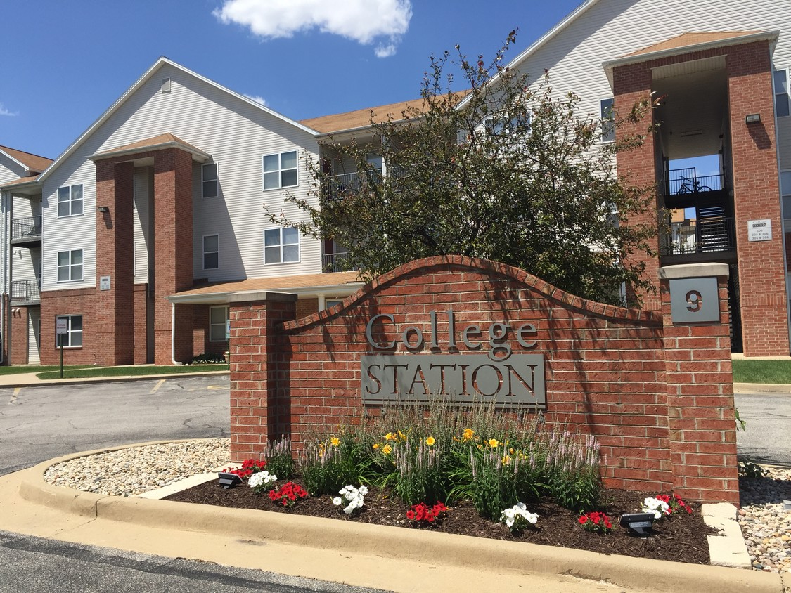 College sublease, college student housing near illinois-state-university , illinois-state-university off campus lofts