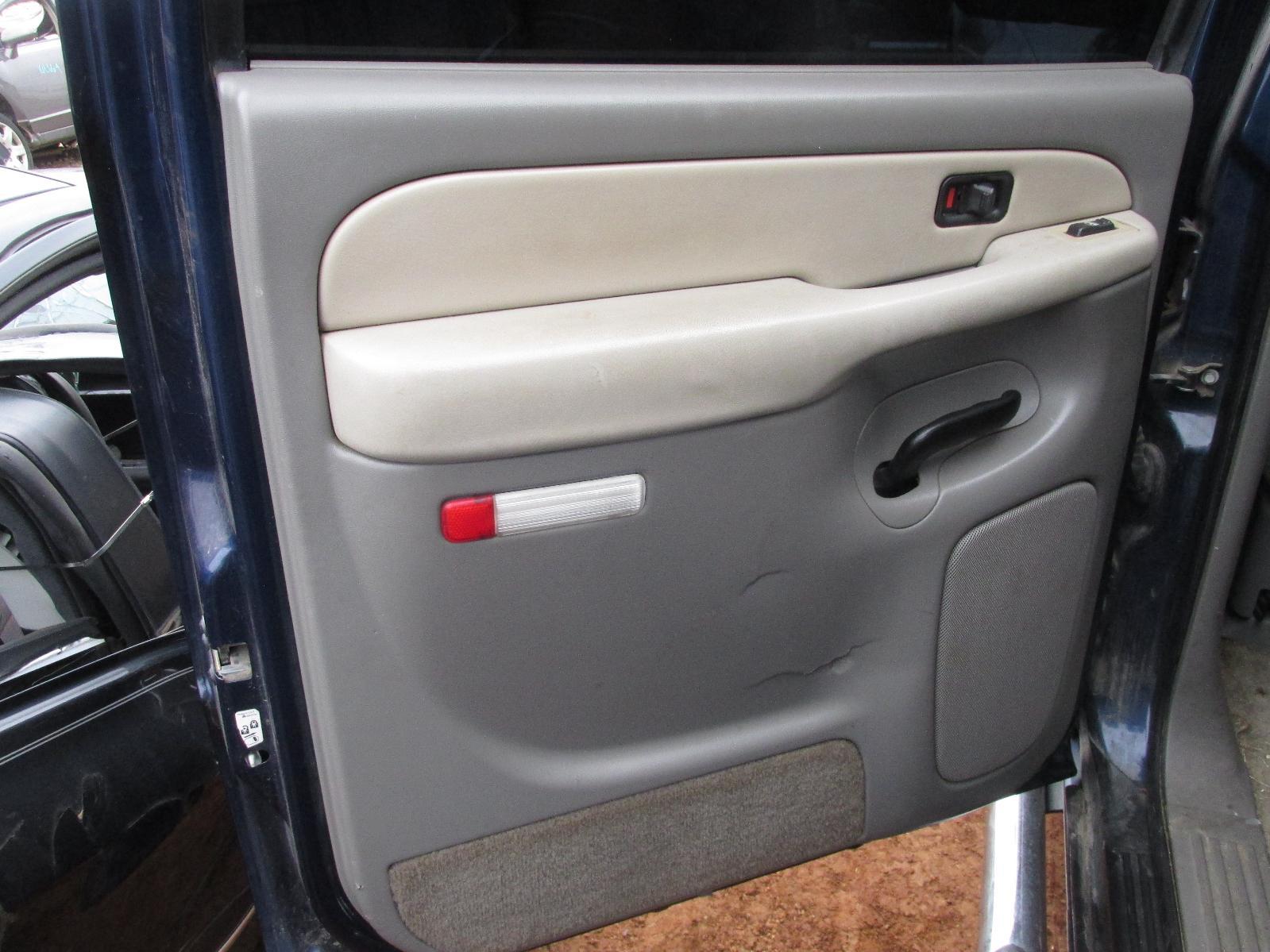 2000 2006 gmc yukon xl 1500 driver rear door panel oem. Black Bedroom Furniture Sets. Home Design Ideas