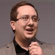 Foto de Rafael Oliveira durante uma palestra