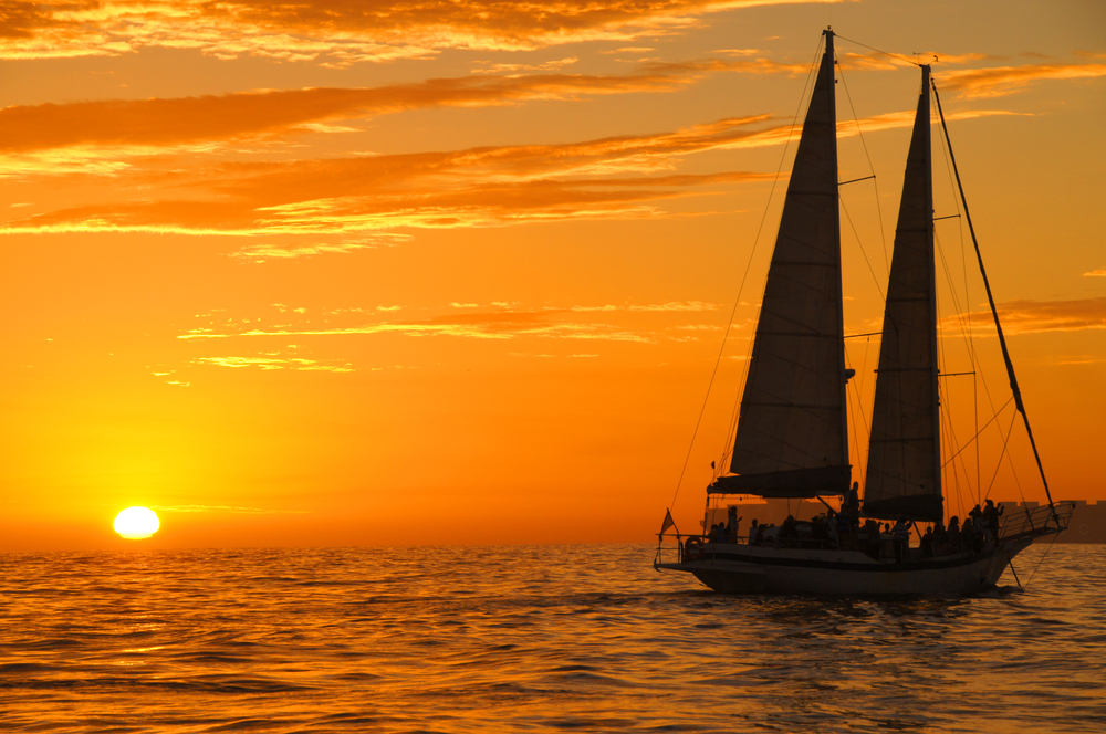 sailboat sunset cruise