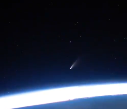 ISS-astronaut-captures-intellect-blowing-video-of-Comet-Neowise-soaring-earlier.pngstripallquality100w1200h800crop1-780x470