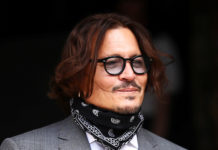 "Johnny Depp reveals a ""pattetic"" photo in court"