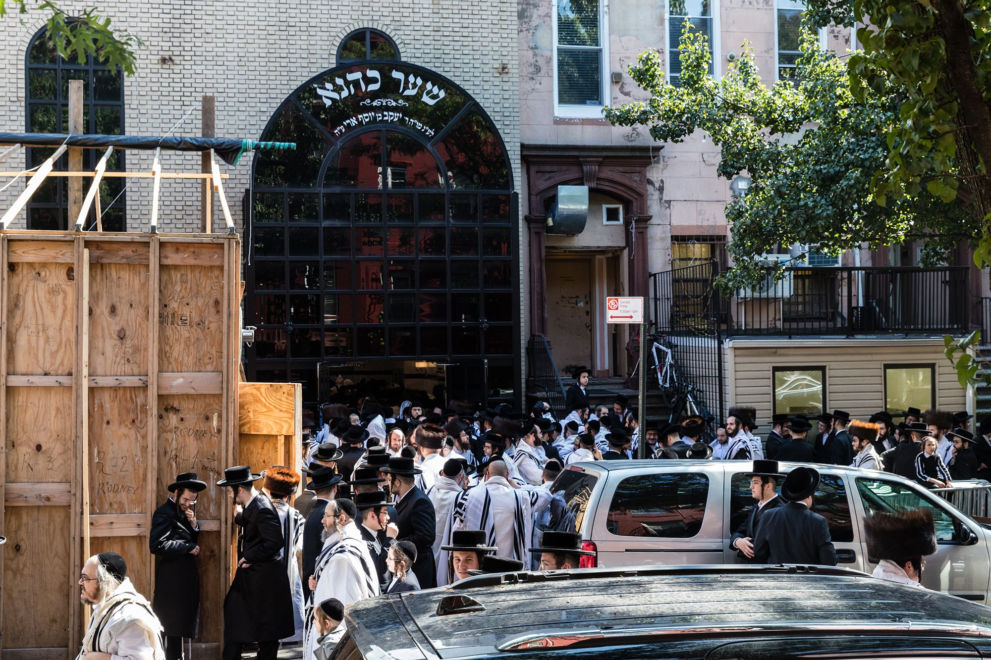 An unorthodox Jewish wedding was forced into halt after fears of gathering around 10,000 people