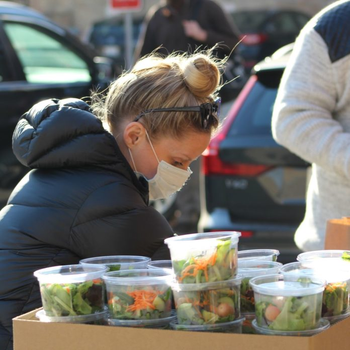 Chicago couple cancel wedding to give money to the hungry in Thanksgiving