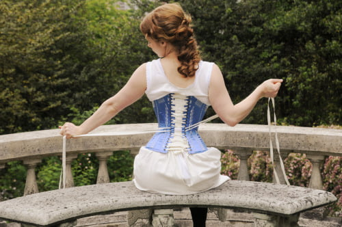 Do corsets make people faint?