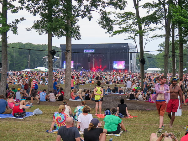 Fans relax between shows at Firefly Music Festival 2015