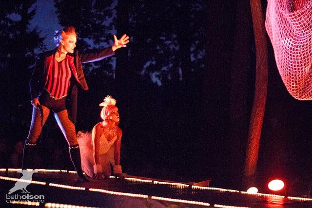 choose a dark circus theme for halloween