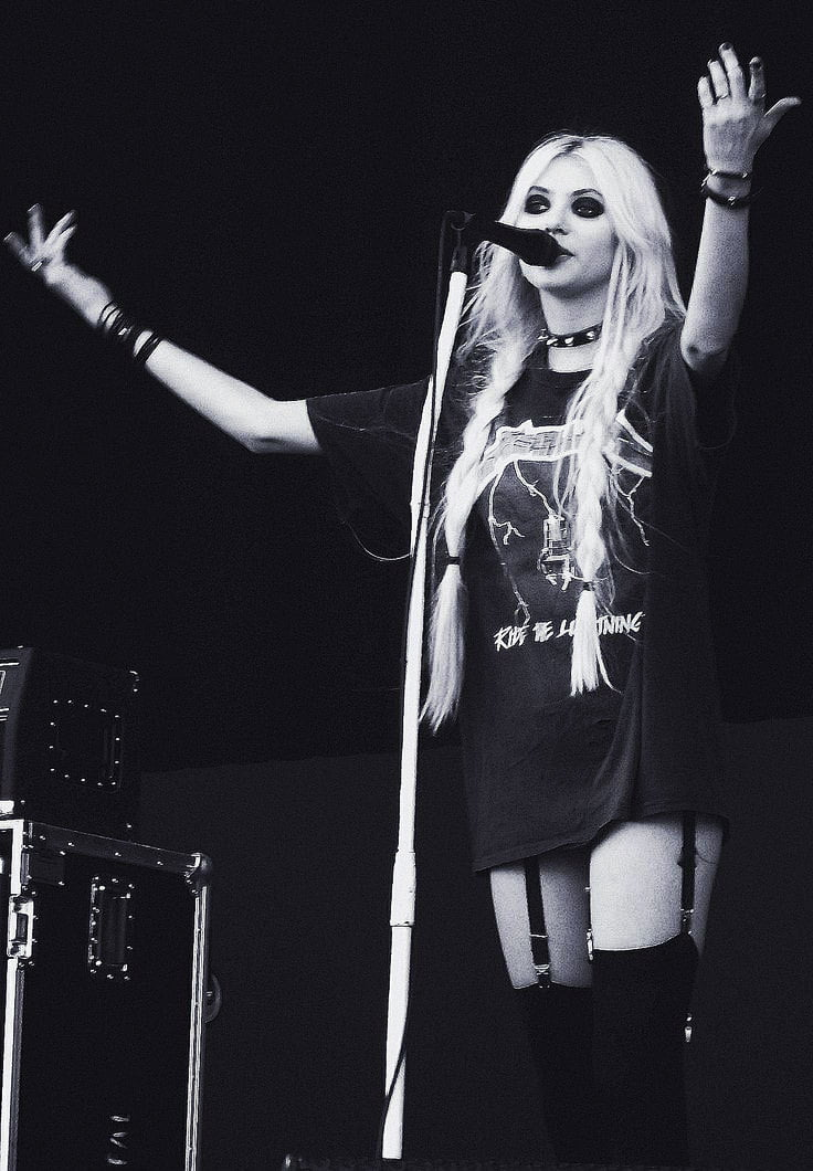 Learn how to steal Taylor Momsen's stage look for a night out!