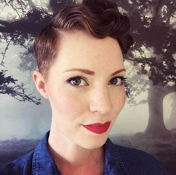 """""""Finally learned how to style this stage in my #chemocurls."""""""