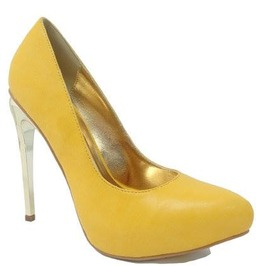 Yellow_shoe_with_golden_heel_and_interior_heels_2