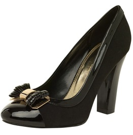 Closes_black_pump_with_a_front_bow_pumps_2