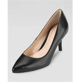 Sharp_pointed_toe_black_low_pump_pumps_2