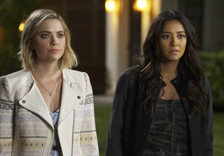 060515 pretty little liars hanna emily 320x223