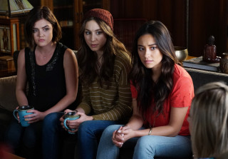 070815 pretty little liars aria spencer emily 320x223