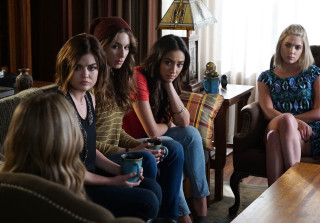 070815 pretty little liars liars 320x223