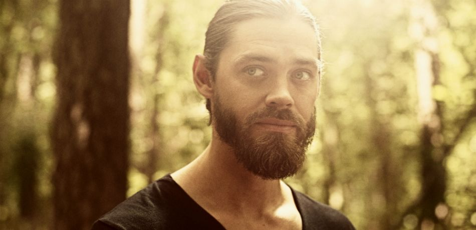 Amc the walking dead season 9 mid season finale tom payne as jesus rovia