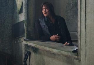 Daryl in the walking dead season 6 episode 141 320x223 1458676015