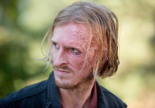 Dwight in the walking dead season 6 episode 14 320x223 1458839696