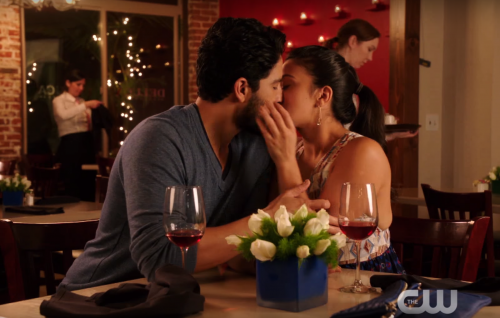 Jane the virgin 2x12 chapter thirty four spoilers is jane ready to do the deed with hottie professor 500x318