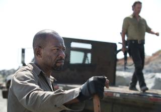 Morgan looks angry in the walking dead season 6 premiere 320x223 1445831490