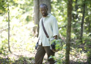 Morgan in the woods in the walking dead season 6 premiere. 320x223 1445833194