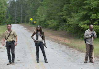 Rick michonne and morgan in the walking dead season 6 premiere 320x223 1445226017