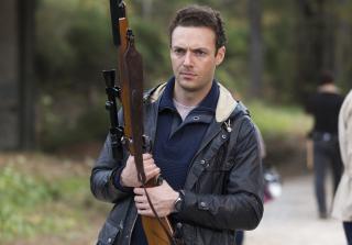 Spencer holds his gun in the walking dead season 6 finale 320x223 1459360192