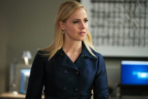A new case begins suits s8e1