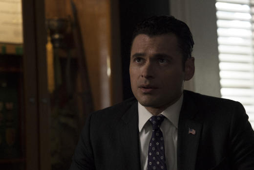 Aaron on the move designated survivor season 1 episode 21